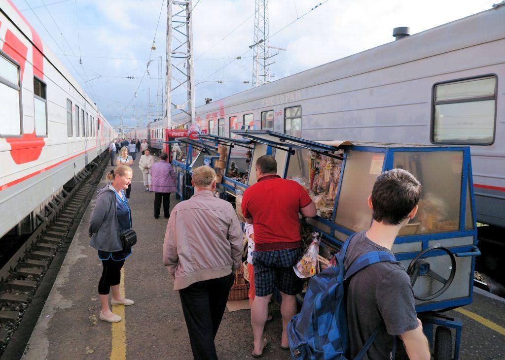 food vendors train platform in Russia