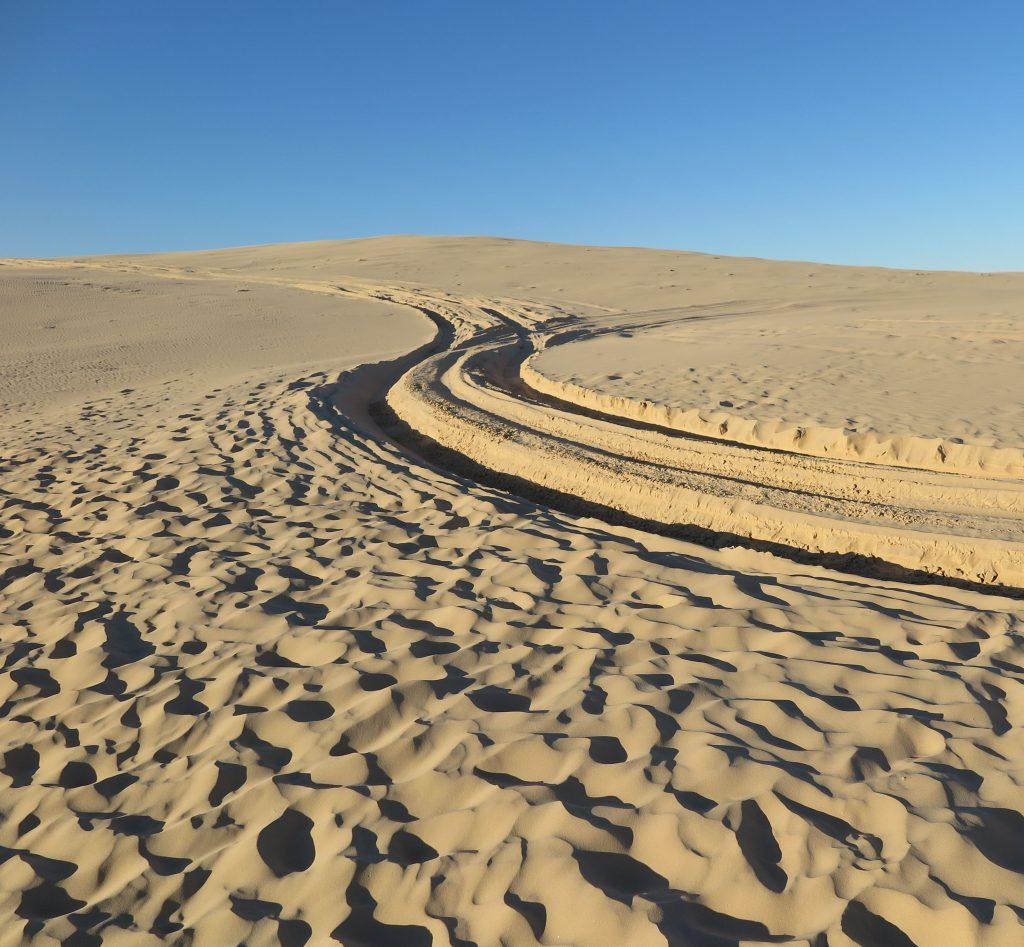 giant sand dunes in australia