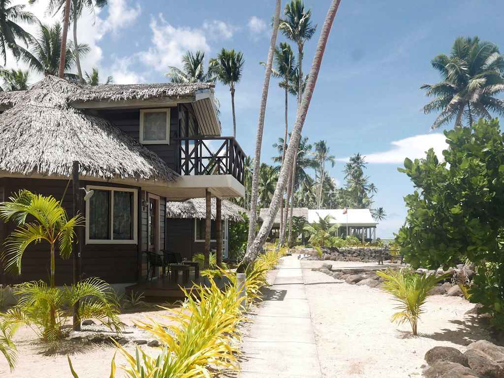 chalet, palm trees and sand, Samoa with kids